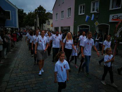 TC Langquaid beteiligt sich mit starker 23 Teilnehmer Gruppe am Umzug zum Feuerwehrfest